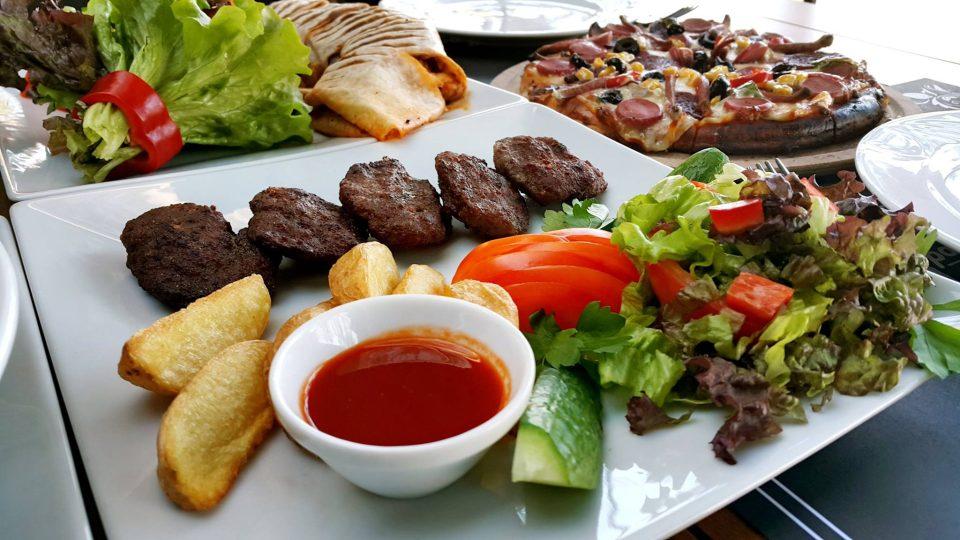 antalya-fastfood-ogle-yemegi -mekanlari-0242-259-2303-en-iyi-cafeler-tavsiye-edilen-mekanlar-pizza-wrap-durum- kofte-manti-10 | Antalya TV