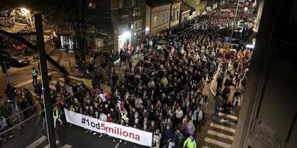 Sırbistan ve Karadağ'da onbinler hükümet karşıtı gösteride buluştu